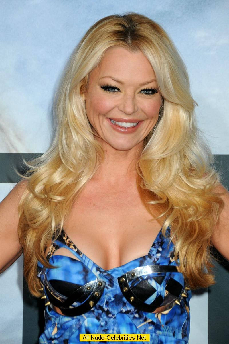 Charlotte Ross shows cleavege at Battle premiere