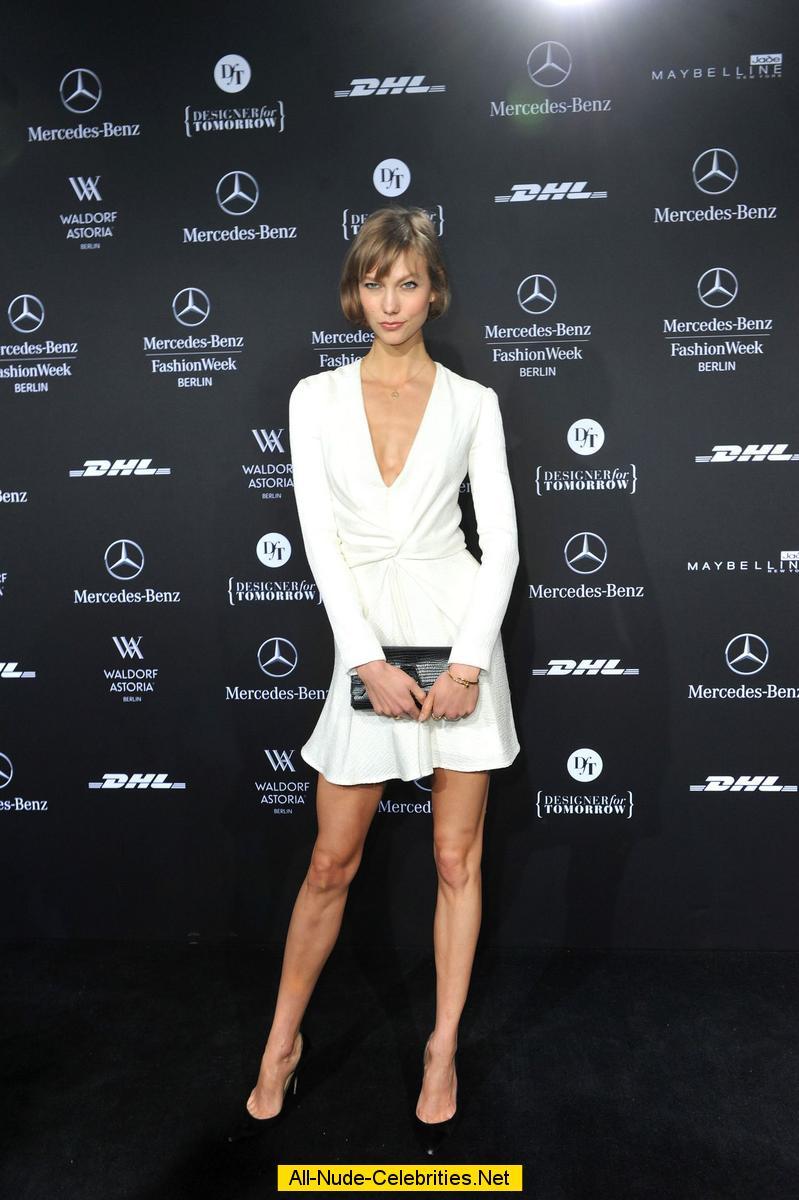 Karlie Kloss posing at Mercedes-Benz Press Preview
