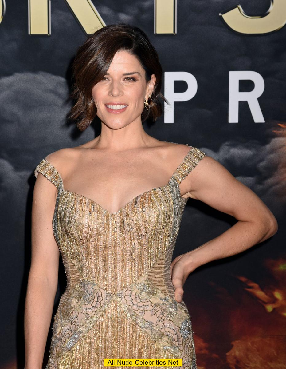 Neve Campbell In Tight Dress At Skyscraper Premiere
