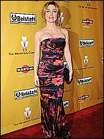 NCIS Star Sasha Alexander posing for paparazzi at Golden