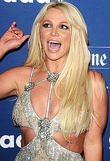 Britney Spears sexy posing at wards ceremony