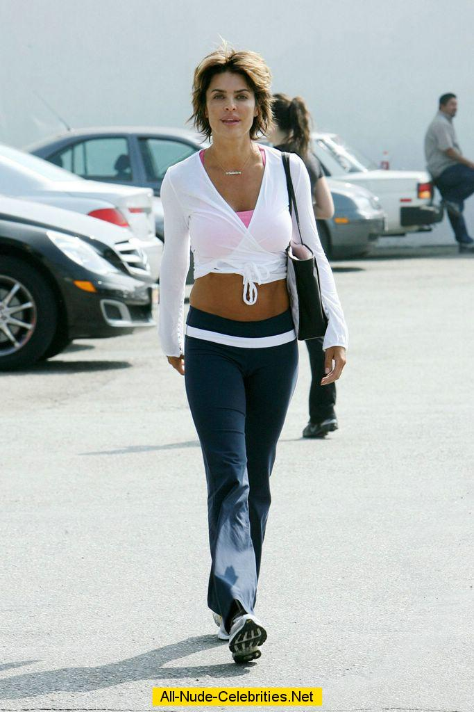 lisa rinna hard nipples